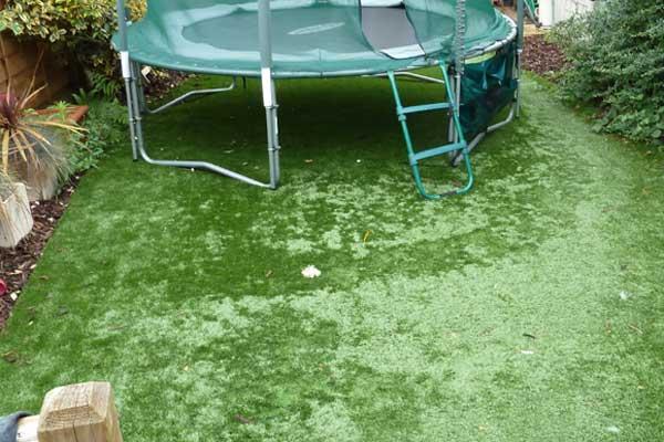 1) Chọn sân cỏ dựa trên giá cả 1