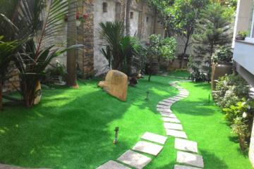 Bật mí kinh nghiệm lựa chọn cỏ nhân tạo sân vườn gia đình đạt chuẩn