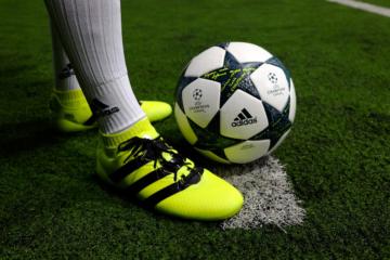 Kinh nghiệm lựa chọn giày bóng đá cỏ nhân tạo phù hợp nhất